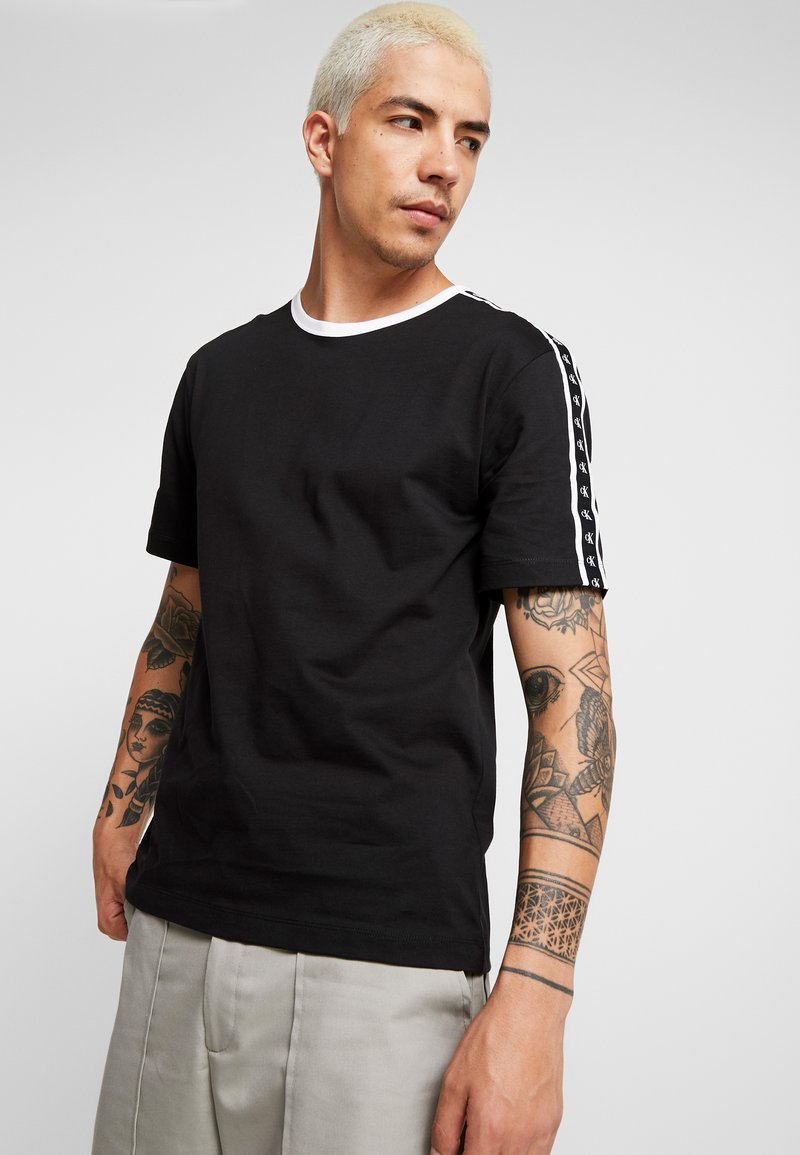 Calvin Klein Jeans - MONOGRAM TAPE TEE - T-Shirt print - black beauty/white tape