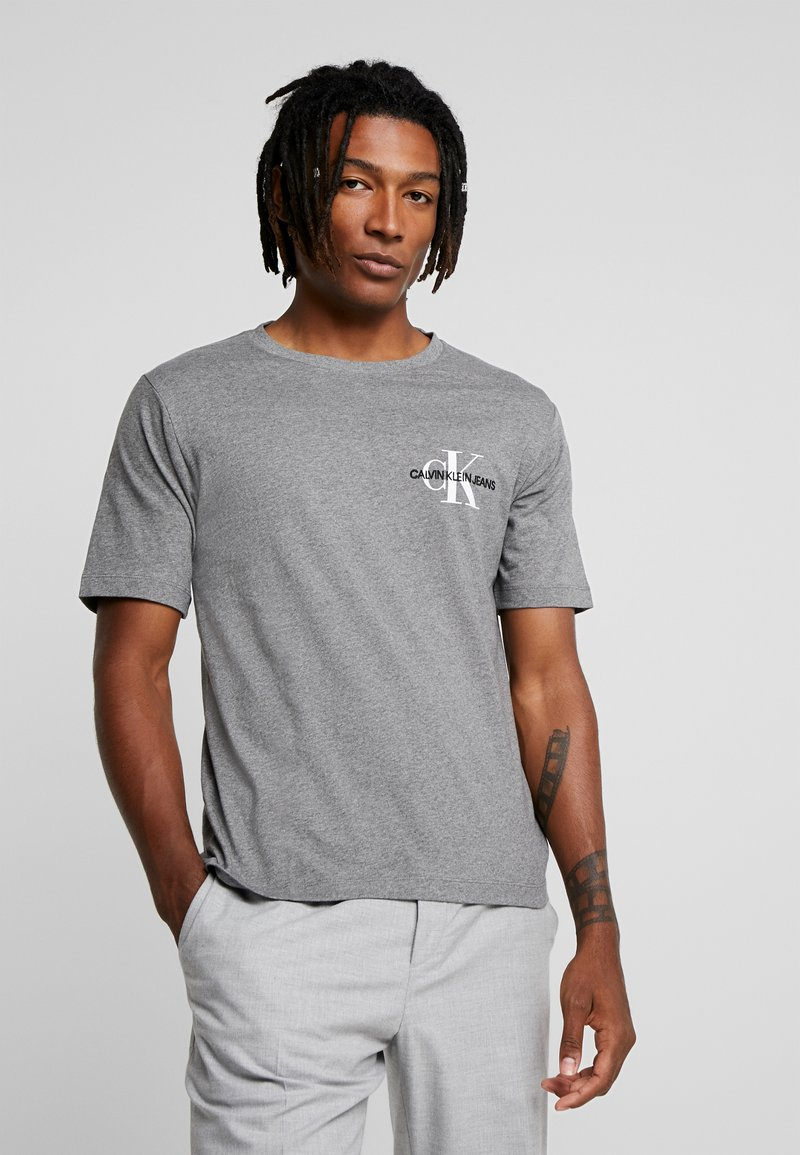Calvin Klein Jeans - MONOGRAM EMBRO CHEST - T-shirts med print - grey heather
