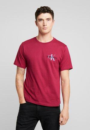 MONOGRAM EMBRO CHEST - T-shirt z nadrukiem - beet red