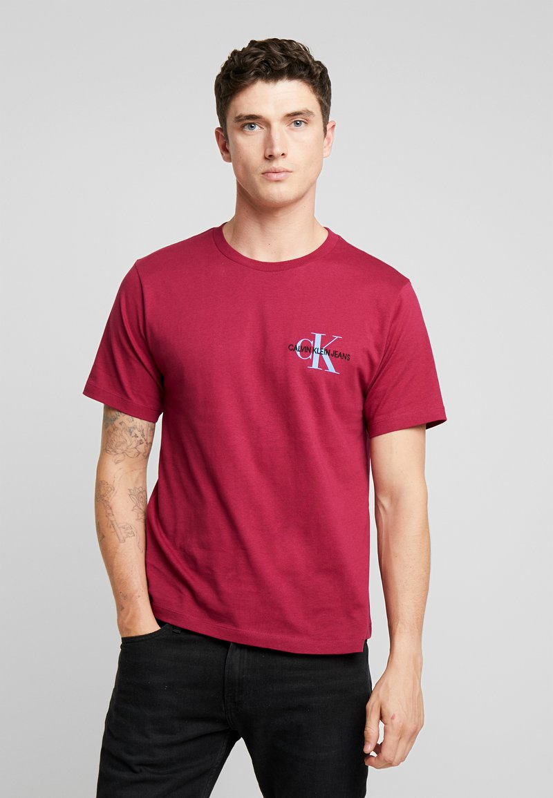 Calvin Klein Jeans - MONOGRAM EMBRO CHEST - Print T-shirt - beet red