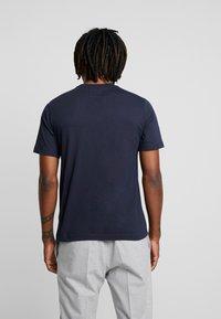 Calvin Klein Jeans - MONOGRAM EMBRO CHEST - Triko spotiskem - night sky - 2