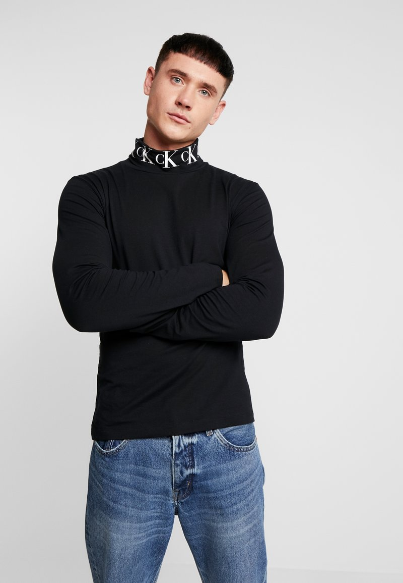 Calvin Klein Jeans - MONOGRAM TURTLE NECK - Langærmede T-shirts - black