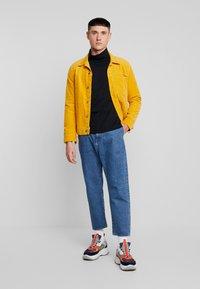 Calvin Klein Jeans - CORE INSTIT  - Langærmede T-shirts - black - 1