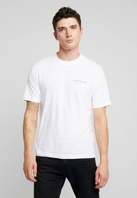 Calvin Klein Jeans - CORE EMBRO TEE - Jednoduché triko - bright white - 0