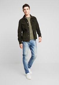Calvin Klein Jeans - CORE EMBRO TEE - Jednoduché triko - grape leaf - 1