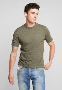 Calvin Klein Jeans - CORE EMBRO TEE - Jednoduché triko - grape leaf - 0