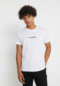 Calvin Klein Jeans - BOLD INSTITUTIONAL LOGO SLIM TEE - Triko spotiskem - bright white - 0