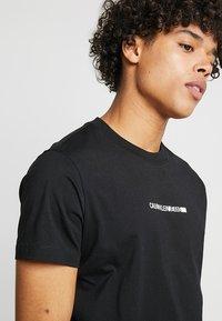 Calvin Klein Jeans - BOLD INSTITUTIONAL LOGO SLIM TEE - Triko spotiskem - black - 3