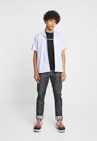 Calvin Klein Jeans - BOLD INSTITUTIONAL LOGO SLIM TEE - Triko spotiskem - black - 1