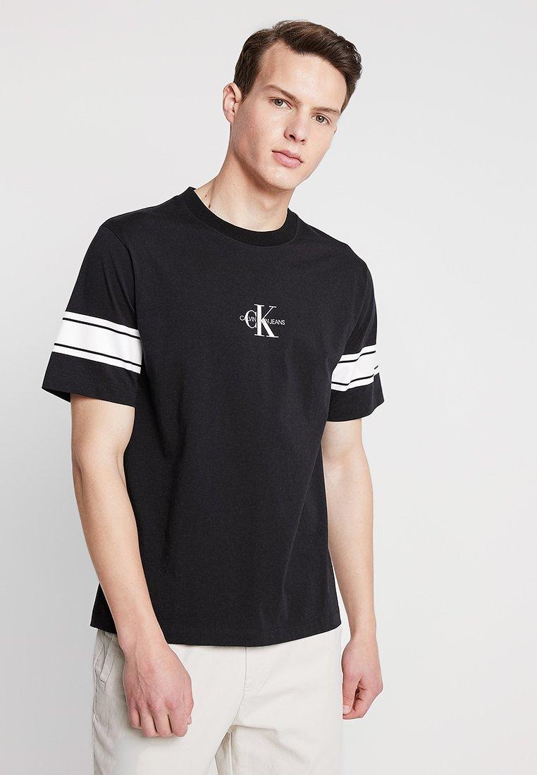 Calvin Regular Monogram Print Jeans shirt TeeT Imprimé Klein Sleeve Black 8nwXPkOZN0