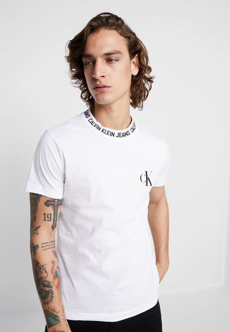 Calvin Klein Jeans - CHEST MONOGRAM COLLAR LOGO - T-Shirt print - bright white