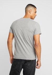 Calvin Klein Jeans - ICONIC MONOGRAM SLIM TEE - T-shirt print - heather grey - 2