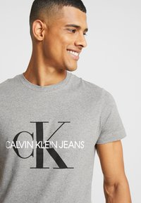 Calvin Klein Jeans - ICONIC MONOGRAM SLIM TEE - T-shirt print - heather grey - 3