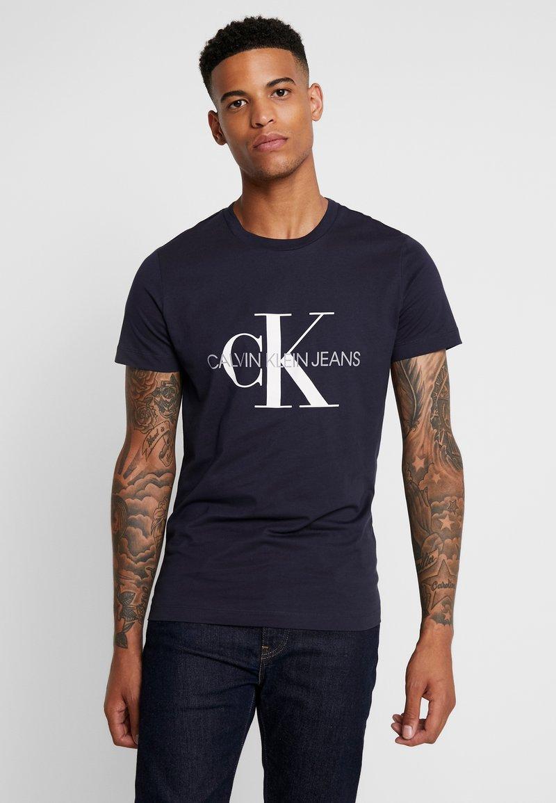 Calvin Klein Jeans - ICONIC MONOGRAM SLIM TEE - Triko spotiskem - night sky