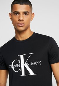 Calvin Klein Jeans - ICONIC MONOGRAM SLIM TEE - Printtipaita - black - 3