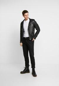 Calvin Klein Jeans - ESSENTIAL SLIM TEE - T-shirt basic - bright white - 1