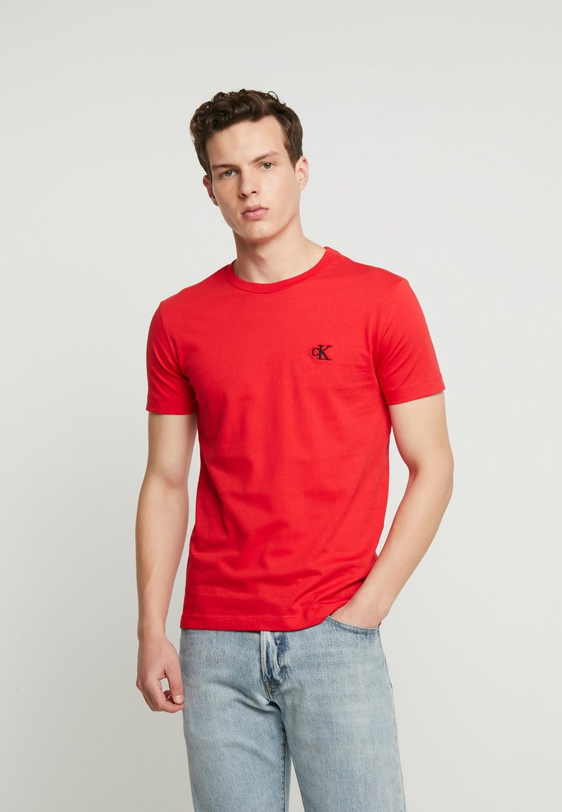 Calvin Klein Jeans - ESSENTIAL SLIM TEE - Jednoduché triko - racing red