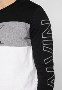 Calvin Klein Jeans - BLOCKING STATEMENT SLIM TEE - Long sleeved top - black/bright white - 5