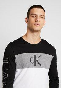 Calvin Klein Jeans - BLOCKING STATEMENT SLIM TEE - Long sleeved top - black/bright white - 3