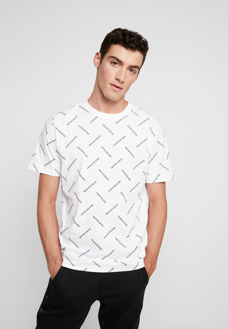 Calvin Klein Jeans - INSTITUTIONAL TEE - T-shirt imprimé - bright white/black