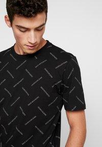 Calvin Klein Jeans - INSTITUTIONAL TEE - Print T-shirt - black/white - 3