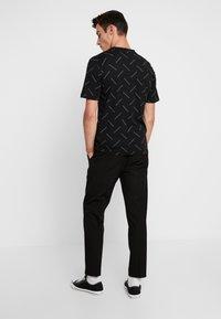 Calvin Klein Jeans - INSTITUTIONAL TEE - Print T-shirt - black/white - 2