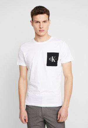 MONOGRAM POCKET SLIM TEE - T-shirt imprimé - bright white