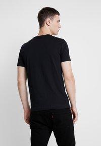 Calvin Klein Jeans - STACKED L SLIM  - T-shirt print - black - 2
