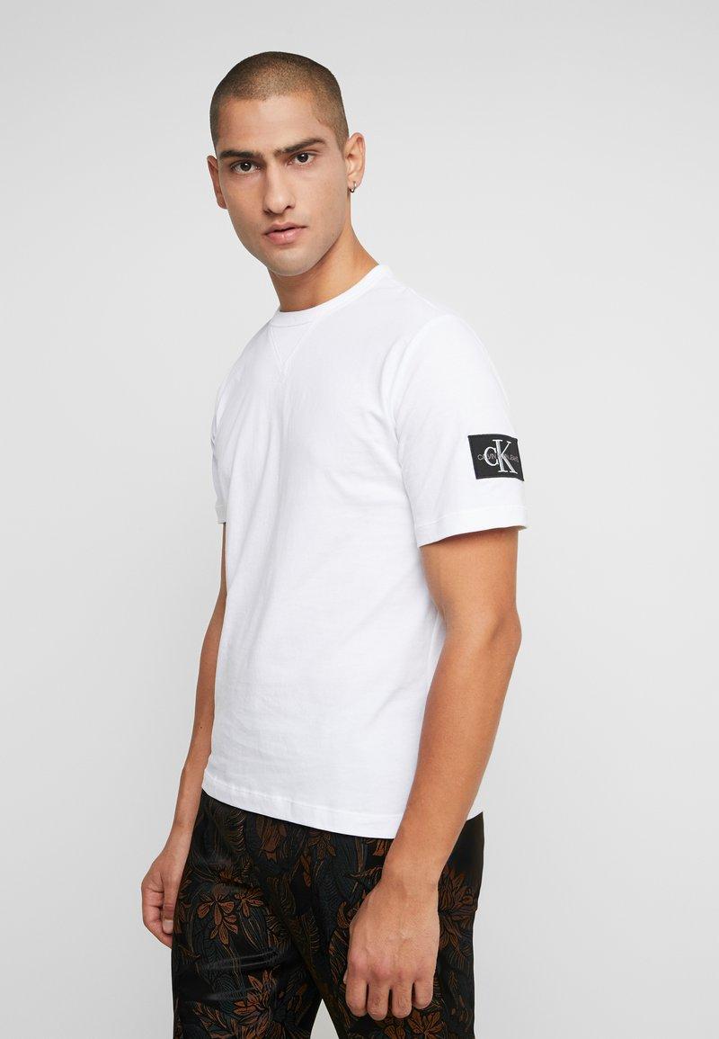 Calvin Klein Jeans - MONOGRAM SLEEVE BADGE TEE - Basic T-shirt - bright white