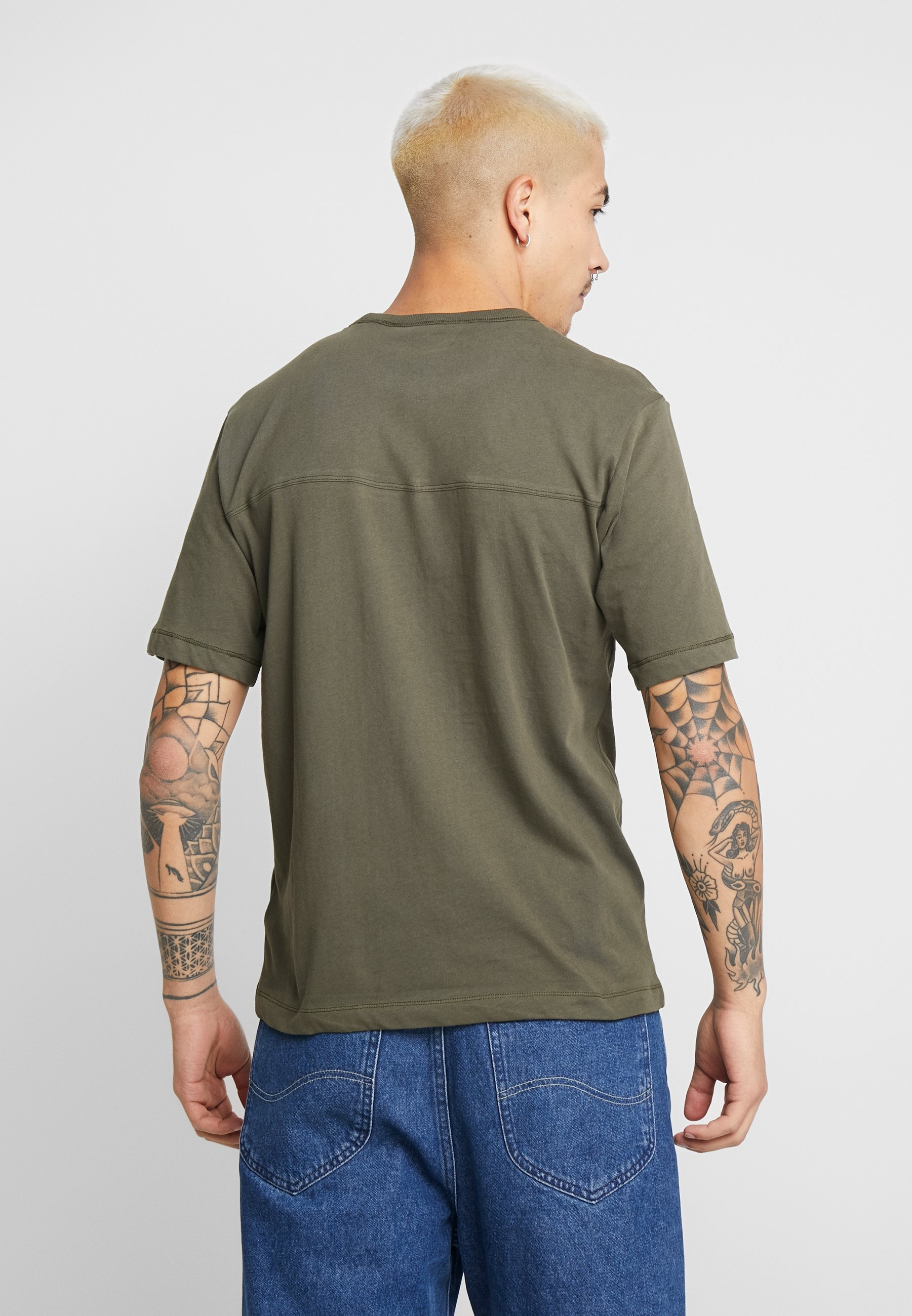 Calvin Klein Jeans MONOGRAM SLEEVE BADGE TEE - T-shirt basic - deep depths