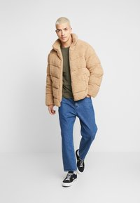 Calvin Klein Jeans - MONOGRAM SLEEVE BADGE TEE - T-shirt basic - deep depths - 1