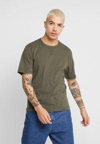 Calvin Klein Jeans - MONOGRAM SLEEVE BADGE TEE - T-shirt basic - deep depths - 0