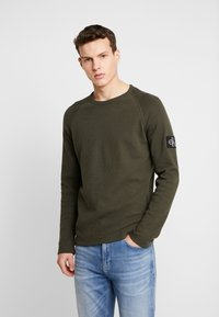 Calvin Klein Jeans - WAFFLE MONOGRAM SLEEVE SLIM - Bluzka z długim rękawem - deep depths - 0