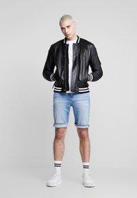 Calvin Klein Jeans - BADGE TURN UP SLEEVE - Basic T-shirt - bright white - 1