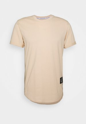 BADGE TURN UP SLEEVE - Basic T-shirt - tapioca