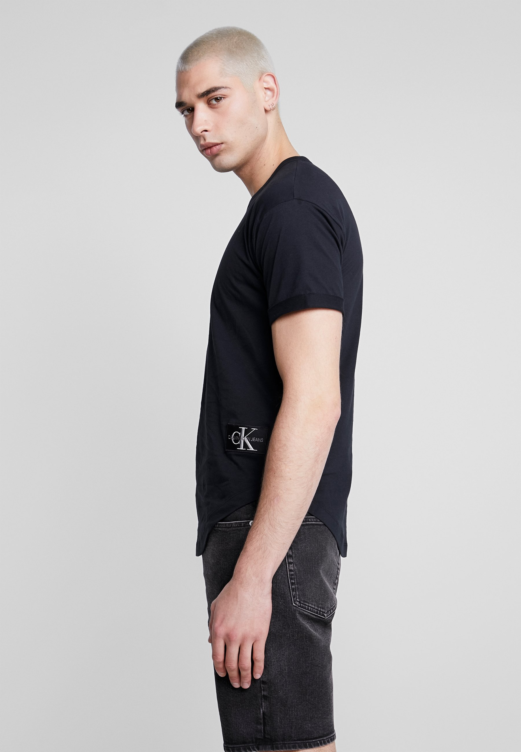 Calvin Klein Jeans Badge Turn Up Sleeve - T-shirts Basic Black