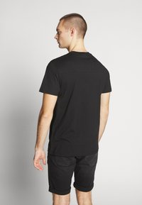 Calvin Klein Jeans - ROUND LOGO TEE - Print T-shirt - black - 2