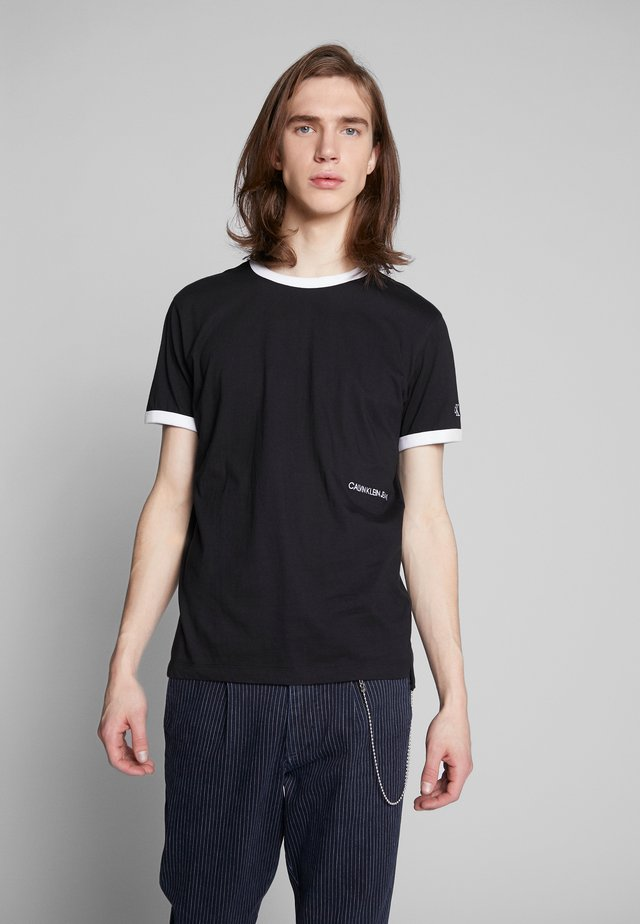 CONTRASTED RINGER TEE - Basic T-shirt - black/white