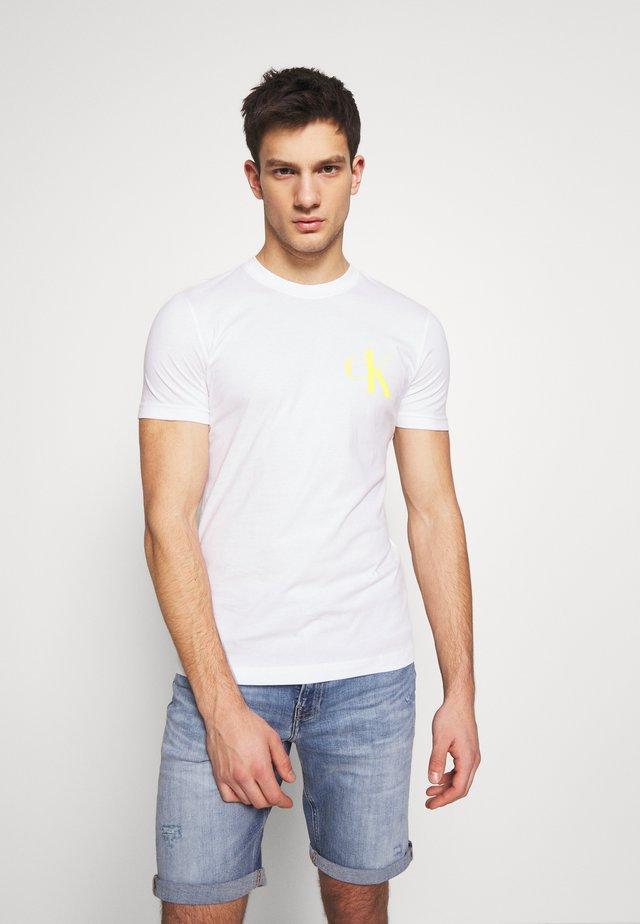 INSTIT POP LOGO SLIM TEE - Triko spotiskem - bright white