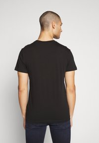 Calvin Klein Jeans - CK ROUND LOGO REG PCKT TEE - Print T-shirt - black/white - 2