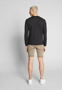 Calvin Klein Jeans - BADGE SLEEVE CUFF - Bluzka z długim rękawem - black - 2