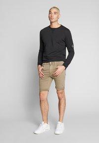 Calvin Klein Jeans - BADGE SLEEVE CUFF - Bluzka z długim rękawem - black - 1