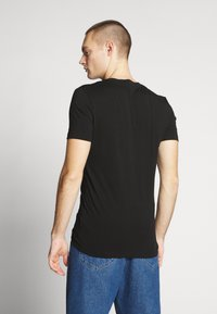Calvin Klein Jeans - CENTER MONOGRAM BOX SLIM TEE - T-shirt con stampa - black - 2