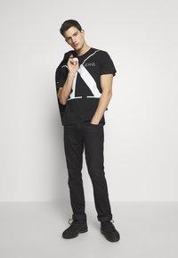 Calvin Klein Jeans - UPSCALE MONOGRAM LOGO REGULAR TEE - Print T-shirt - black - 1