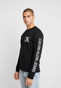 Calvin Klein Jeans - ON THE BACK LONGSLEEVE - Top sdlouhým rukávem - black - 0