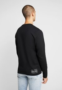 Calvin Klein Jeans - ON THE BACK LONGSLEEVE - Top sdlouhým rukávem - black - 2