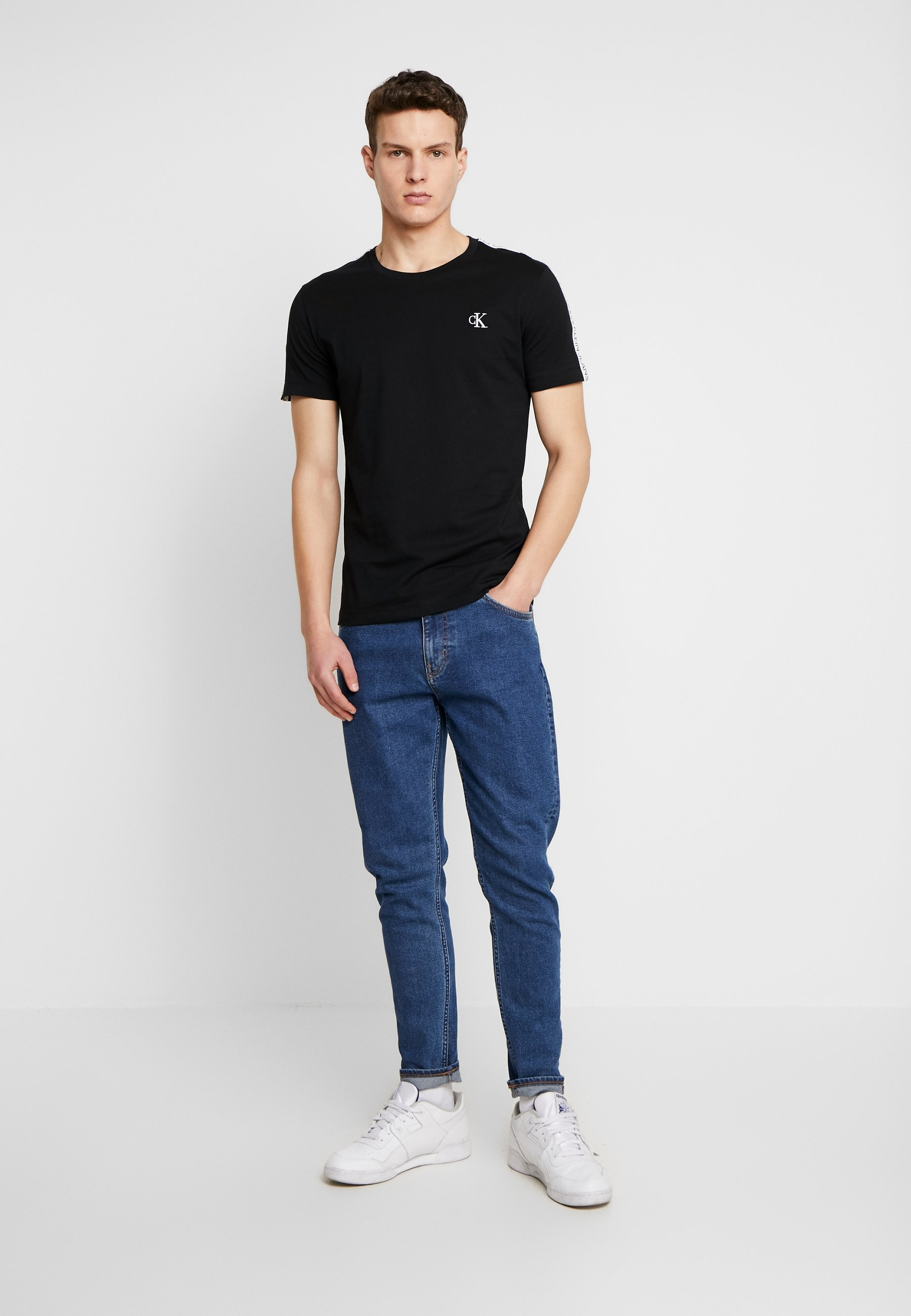 Calvin Klein Jeans SLEEVES LOGO INSTIT TAPE  - T-shirt basic - black beauty