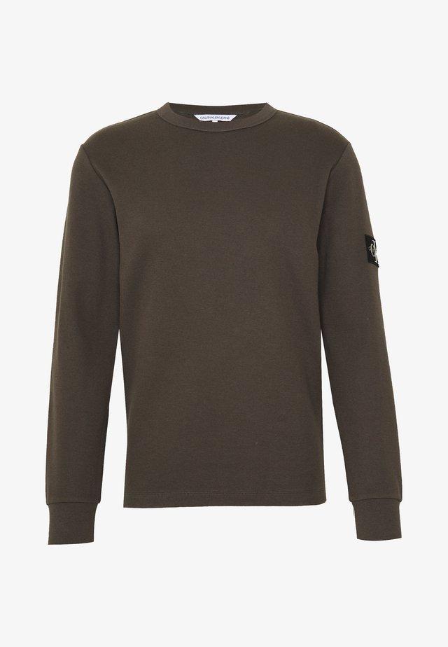 MONOGRAM BADGE TEE - Langarmshirt - aluminium grey