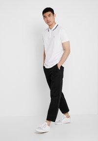 Calvin Klein Jeans - TIPPING BADGE PIMA STRETCH  - Koszulka polo - bright white - 1