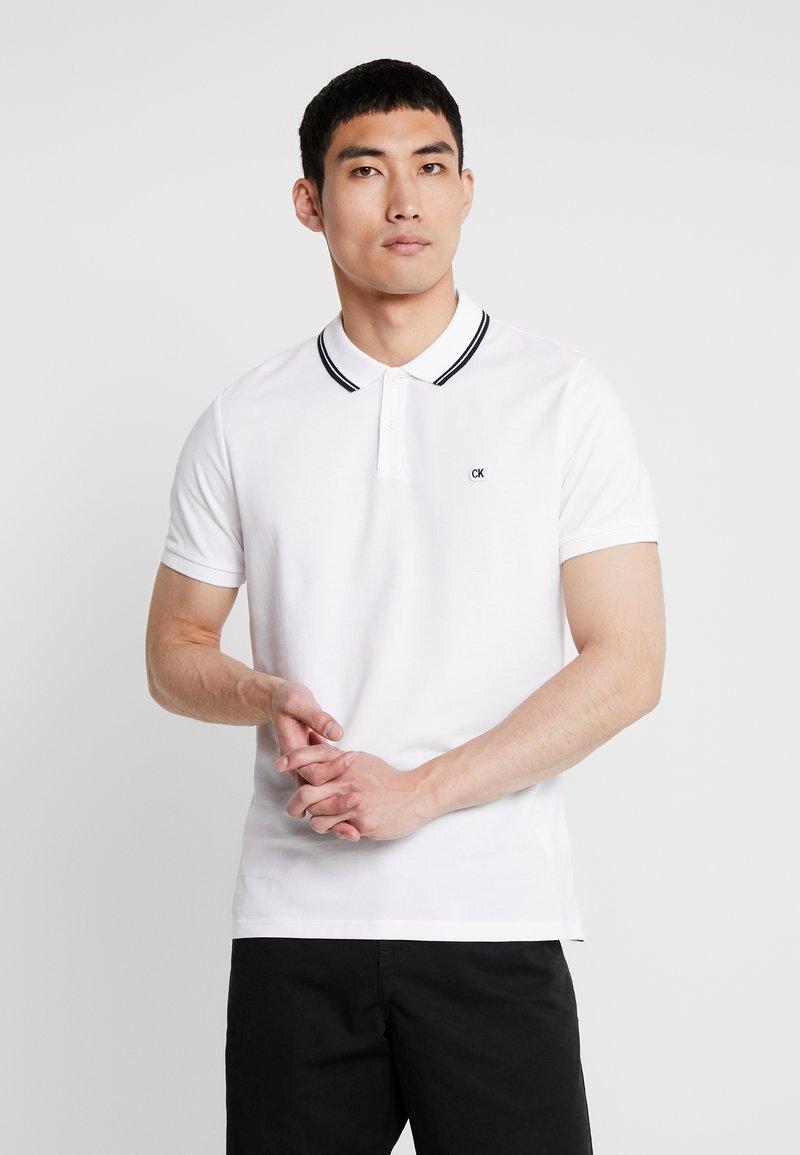 Calvin Klein Jeans - TIPPING BADGE PIMA STRETCH  - Koszulka polo - bright white